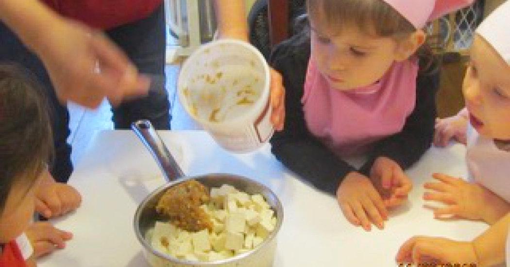 childreb serving food by thier teacher